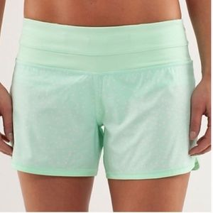 LULULEMON GROOVY RUN MINT GREEN/WHITE size 6!